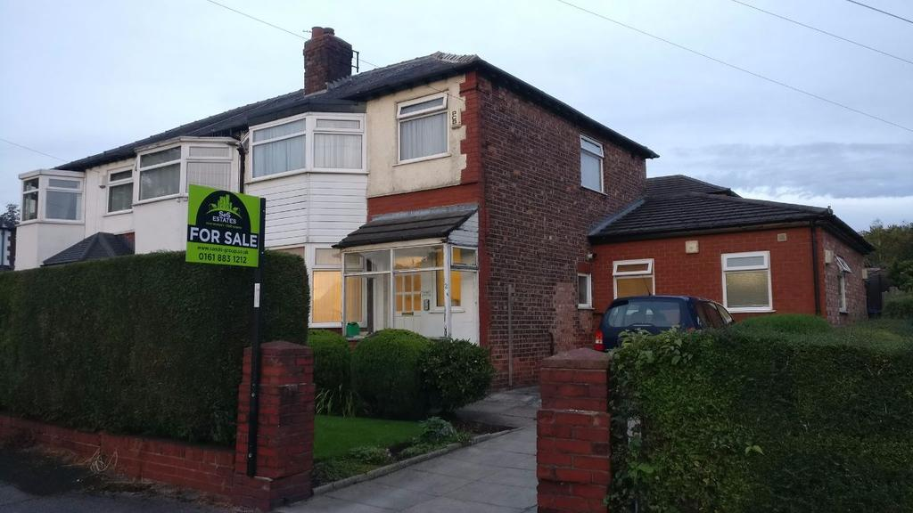 3 Bedrooms Semi Detached House for sale in Fairway, Prestwich M25