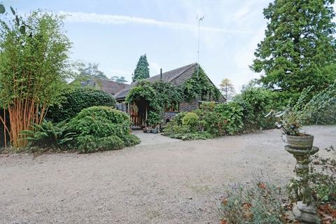 3 bedroom property for sale - The Street, Warninglid