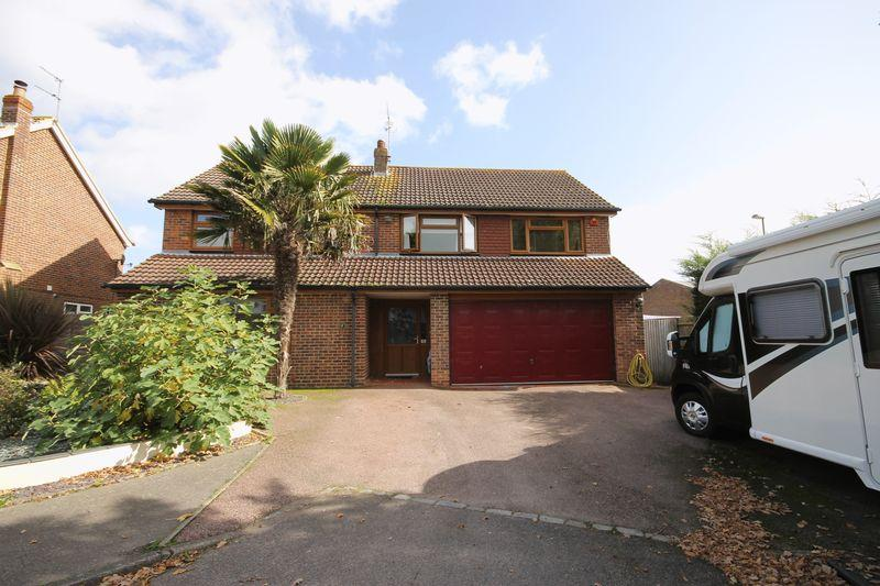 5 Bedrooms Detached House for sale in Orchard Road, Burgess Hill, West Sussex