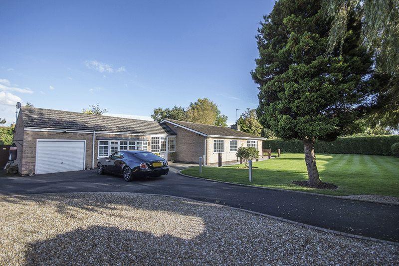 3 Bedrooms Detached Bungalow for sale in Moor Lane, Darras Hall, Ponteland