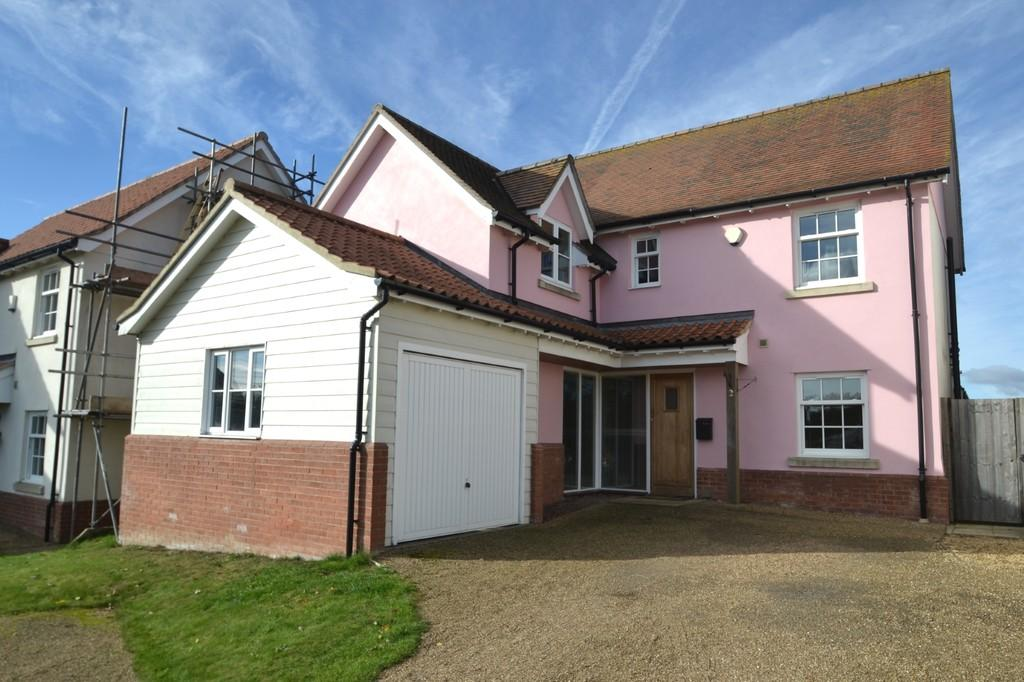 4 Bedrooms Detached House for sale in 2 Bucks Horn Belstead Ipswich