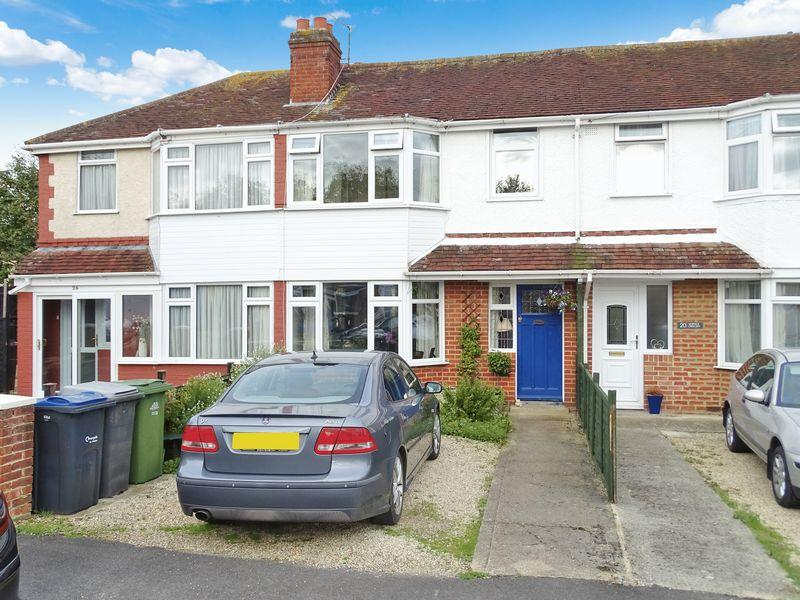 3 Bedrooms Terraced House for sale in Warwick Crescent, Melksham