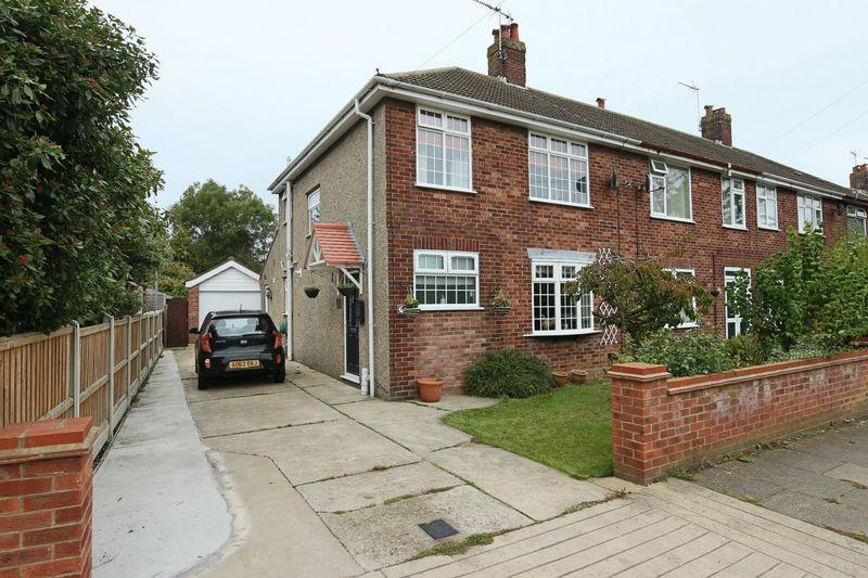 3 Bedrooms Semi Detached House for sale in Mount Pleasant, Lowestoft