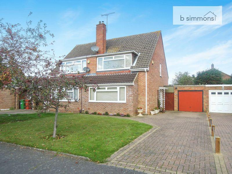 3 Bedrooms Semi Detached House for sale in Kennett Road, Langley