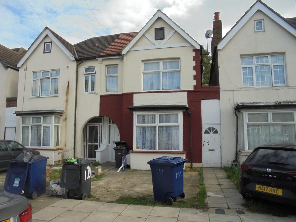 3 Bedrooms Terraced House for sale in Portland Road, Southall