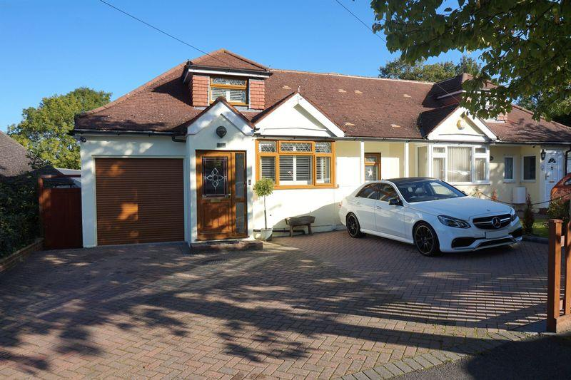 3 Bedrooms Semi Detached House for sale in Roundwood Way, Banstead