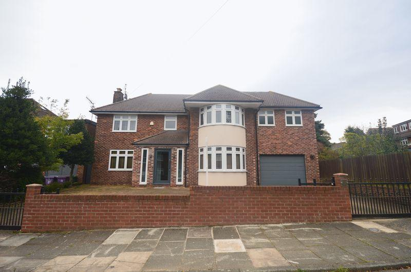 5 Bedrooms Detached House for sale in Dunsdon Road, Woolton