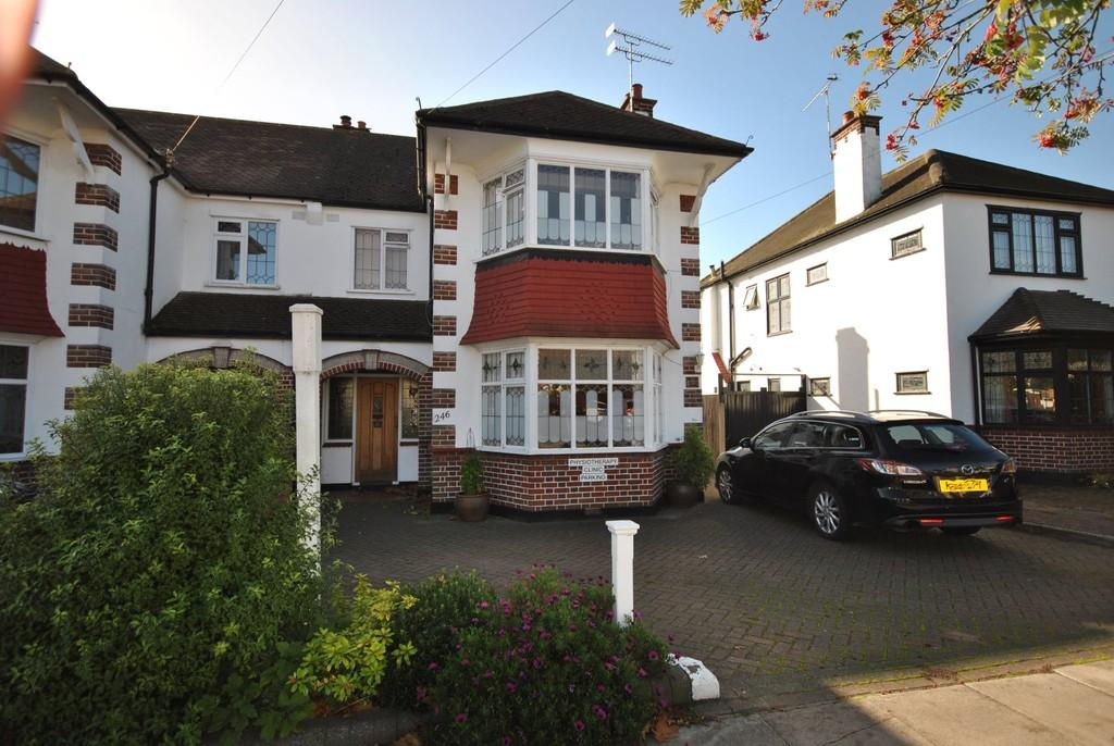 3 Bedrooms Semi Detached House for sale in Western Road, Leigh-on-Sea