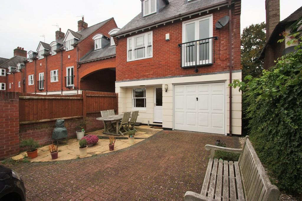 4 Bedrooms Link Detached House for sale in Warwick Road, Stratford-upon-Avon