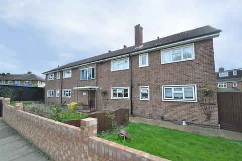 2 bedroom flat for sale - Lulworth Drive, Collier Row