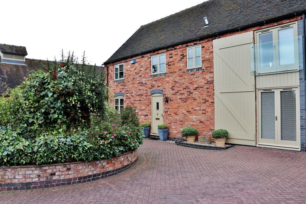3 Bedrooms Barn Conversion Character Property for sale in Coton Hall Farm Barns, Coton Lane