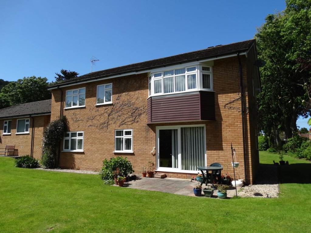 2 Bedrooms Ground Flat for sale in 1 Woodlea Gardens Ebberston Road West, Rhos on Sea, LL28 4AP