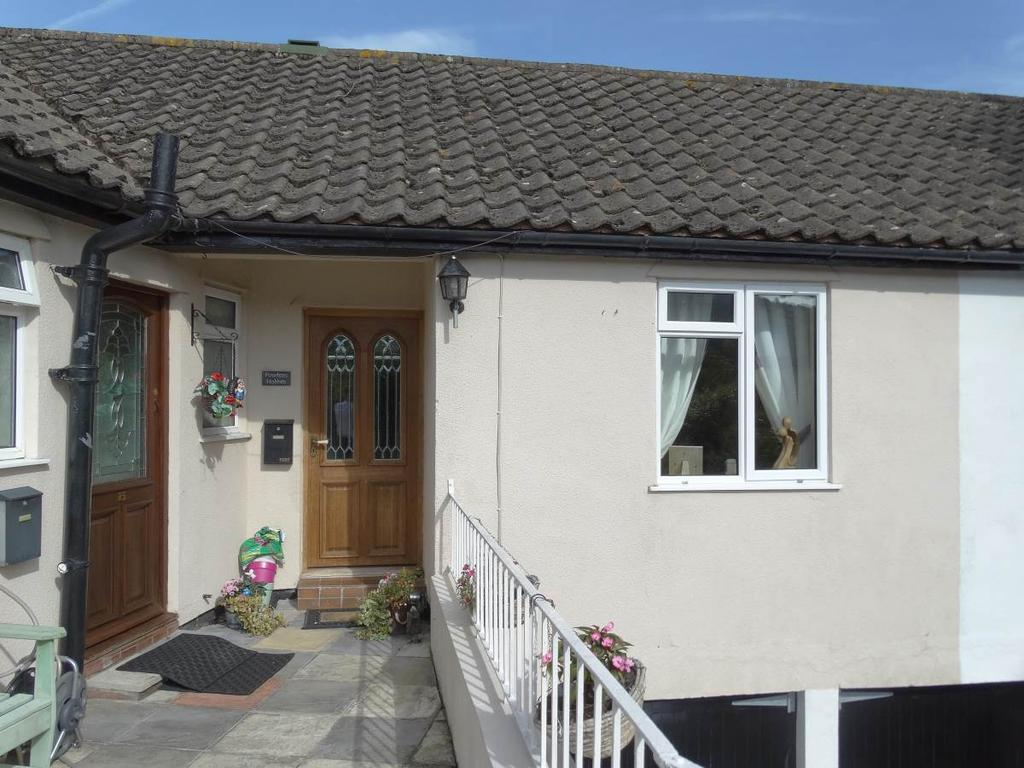 1 Bedroom Bungalow for sale in 14 Dolphin Court, Rhos on Sea, LL28 4AW