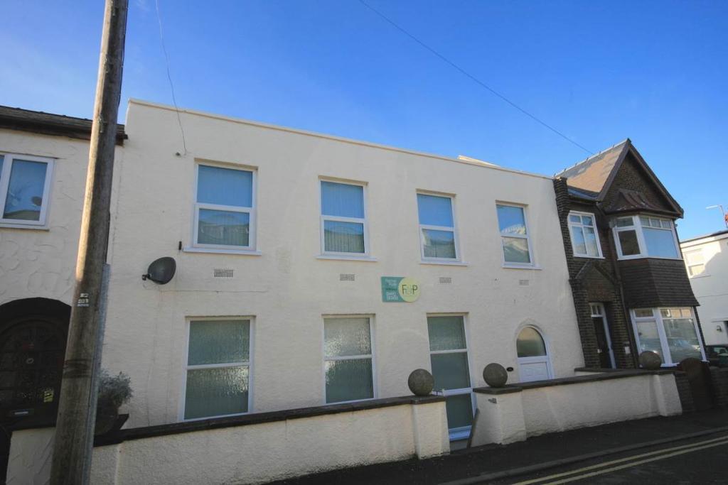 4 Bedrooms Terraced House for sale in 14 Stanley Oak Road, Llandudno Junction, LL31 9NR