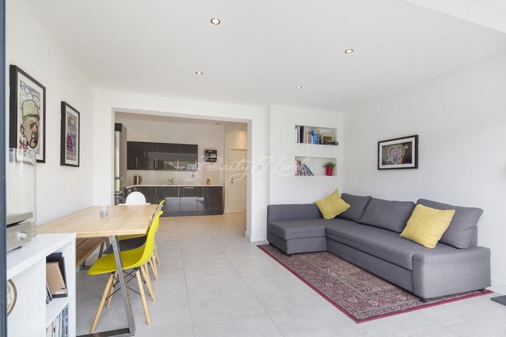 3 Bedrooms Terraced House for sale in Eastcombe Avenue, Charlton, SE7