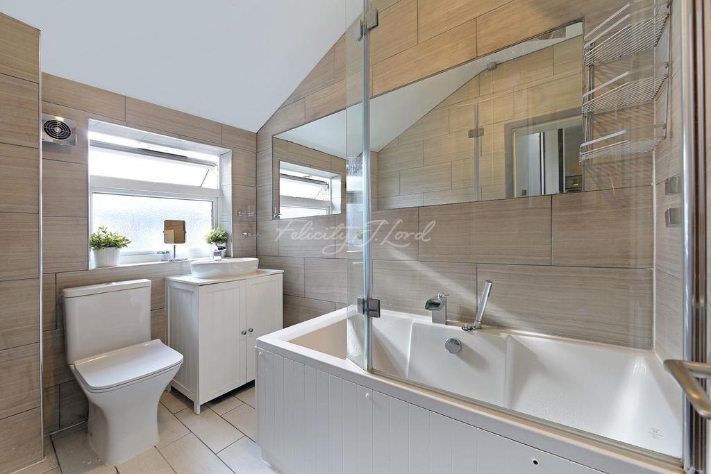 2 Bedrooms Flat for sale in Charlton Road, Blackheath, SE3
