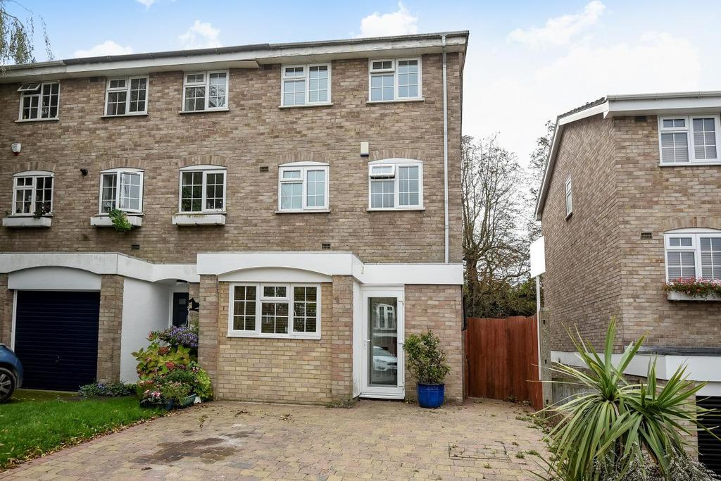 3 Bedrooms Terraced House for sale in Patterdale Close, Bromley