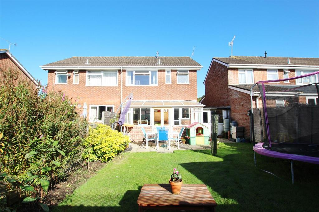 3 Bedrooms Semi Detached House for sale in Beaver Drive, Bishopstoke, Eastleigh