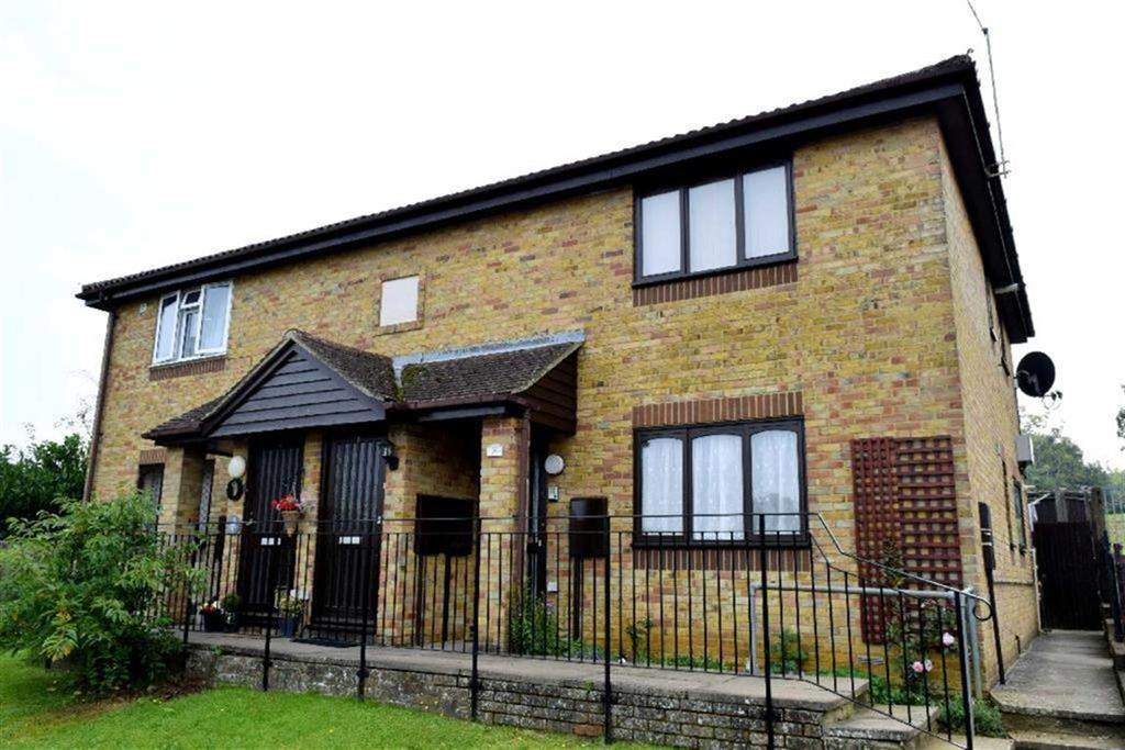 1 Bedroom Flat for sale in Ashburnham Close, Sevenoaks, TN13