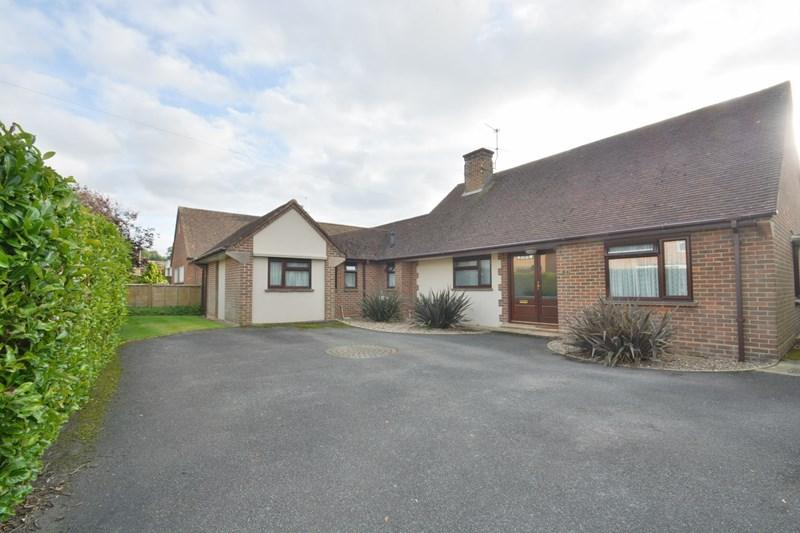 4 Bedrooms Detached Bungalow for sale in Highlands Road, Andover