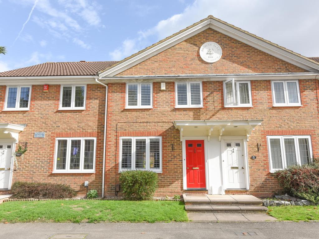3 Bedrooms Detached House for sale in Rosslyn Park, Weybridge KT13
