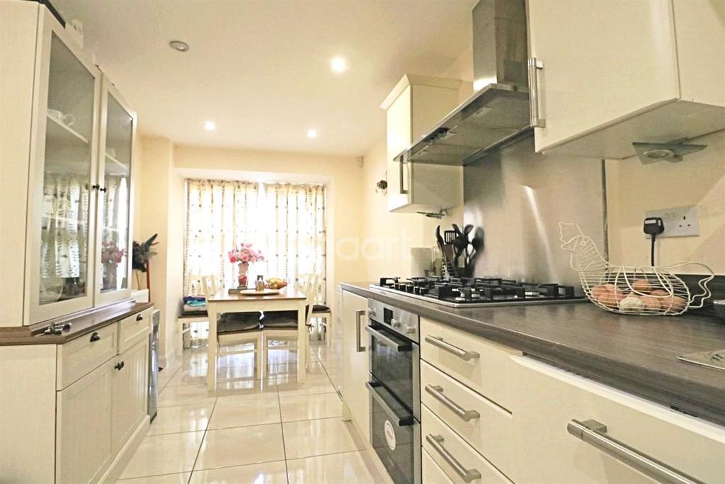 4 Bedrooms Semi Detached House for sale in Kenbury Drive, Berkshire