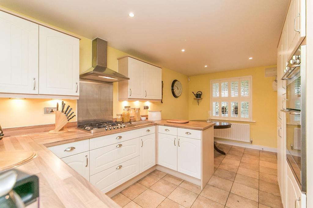 4 Bedrooms Detached House for sale in Cater Walk, Colchester, Essex, CO4