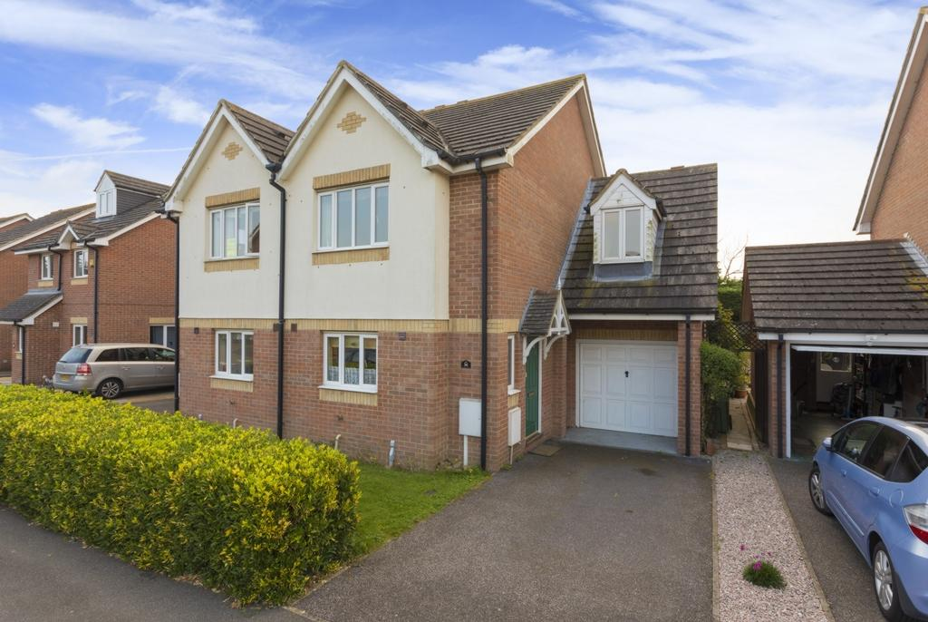 3 Bedrooms Semi Detached House for sale in Peregrine Close, Hythe, CT21