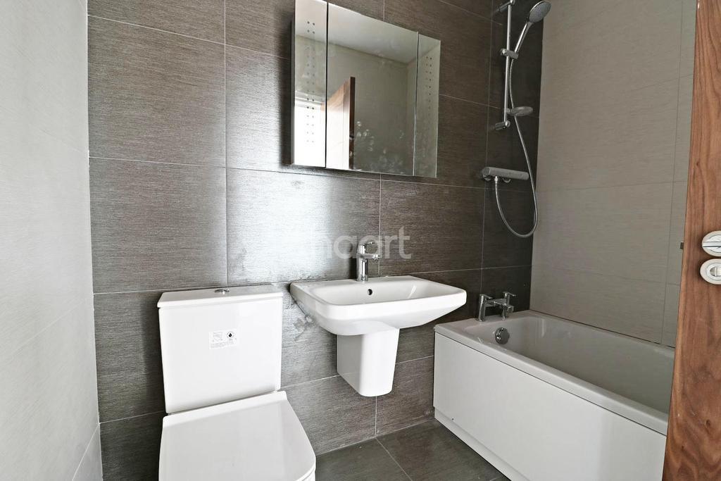 2 Bedrooms Flat for sale in North Ruislip, HA4