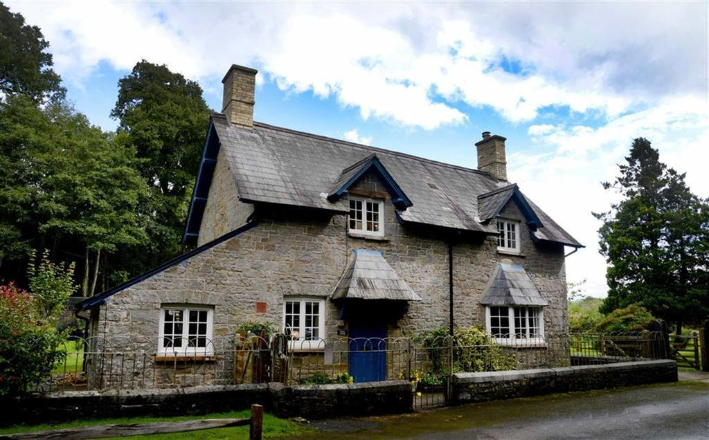 2 Bedrooms Cottage House for sale in Golden Grove, Carmarthen