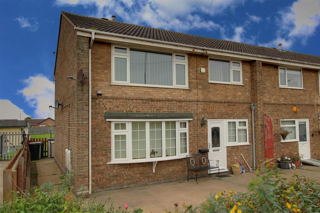 2 Bedrooms Flat for sale in Seaholme Road, Mablethorpe