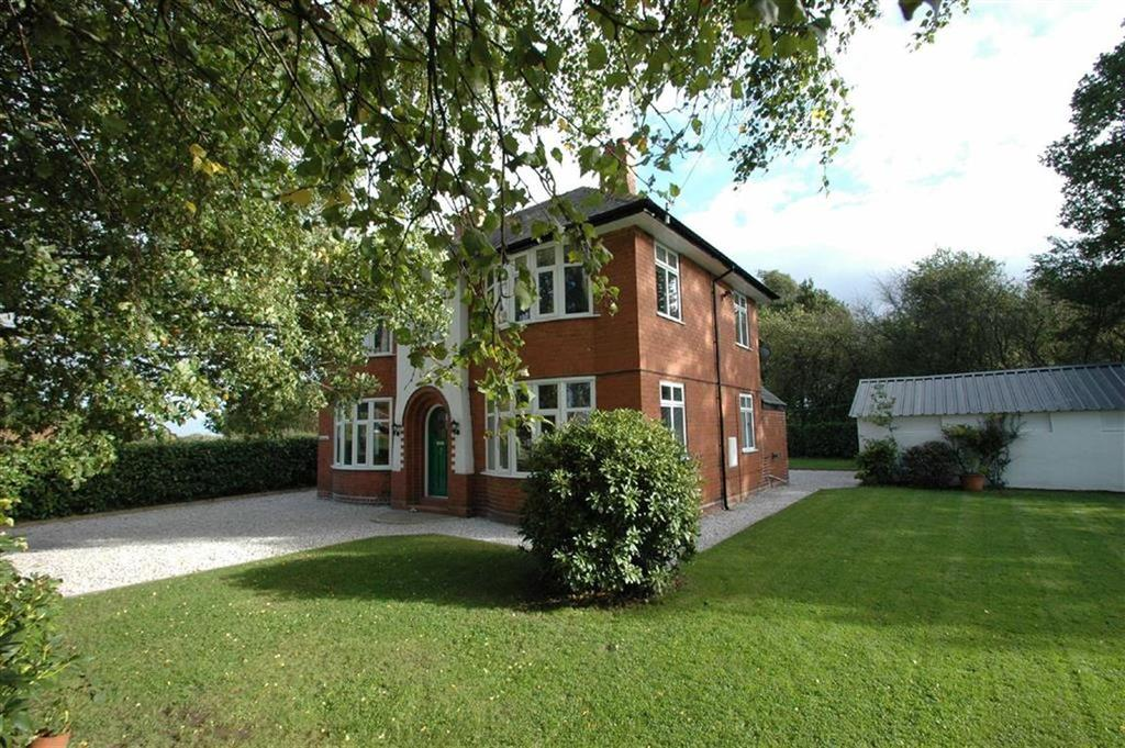 4 Bedrooms Detached House for sale in Strawberry Way East, Backford, Chester