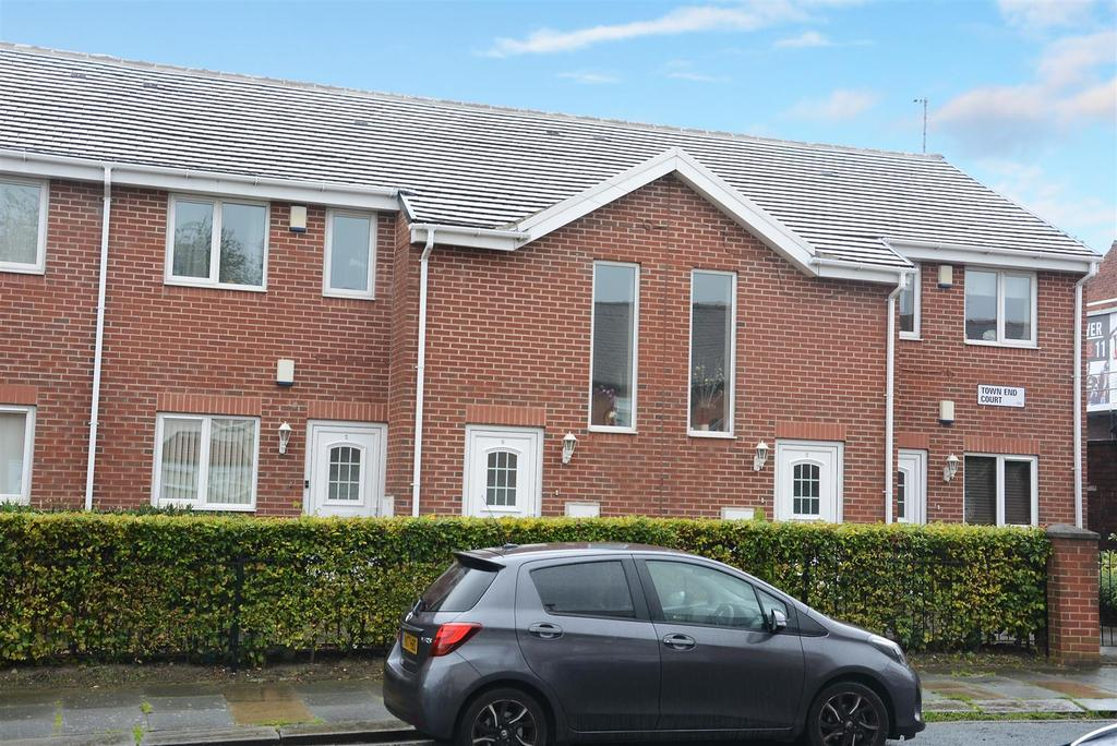 2 Bedrooms Apartment Flat for sale in Town End Court, South End Grove, Bramley