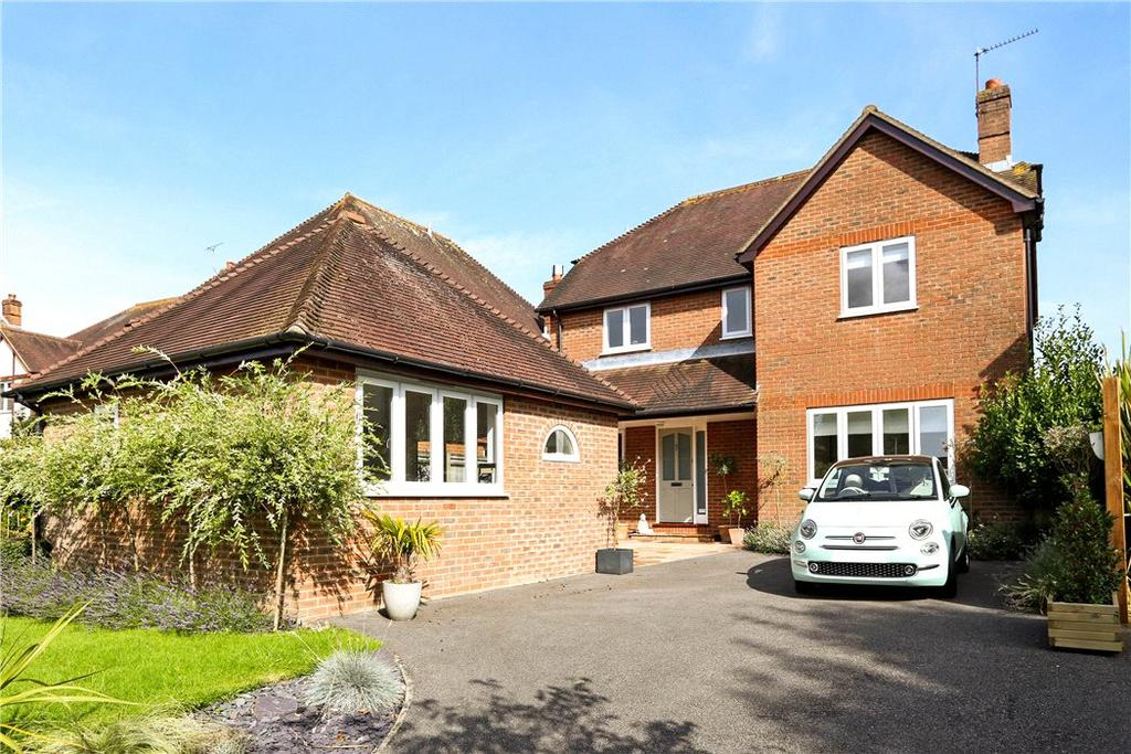 4 Bedrooms Detached House for sale in Love Lane, Petersfield, Hampshire, GU31