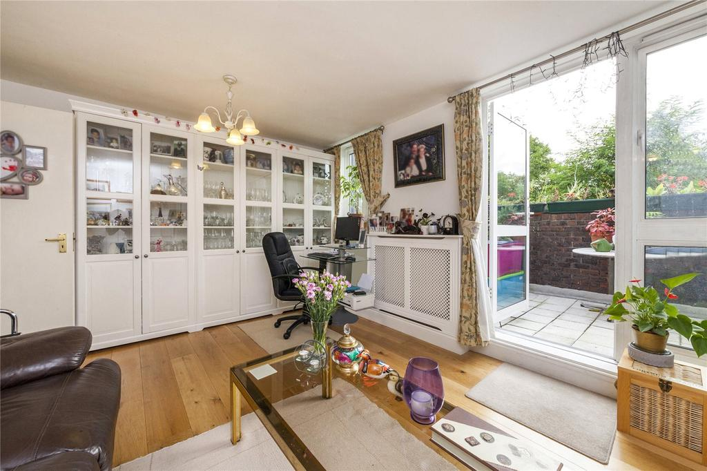 3 Bedrooms Flat for sale in Coopers Lane, London