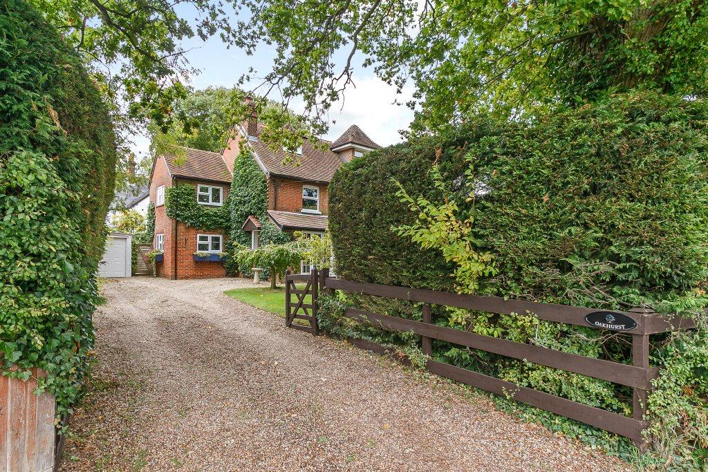 4 Bedrooms Detached House for sale in Clay Lane, Beenham, Reading