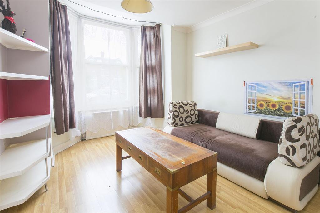 1 Bedroom Flat for sale in Baldry Gardens, Streatham, SW16