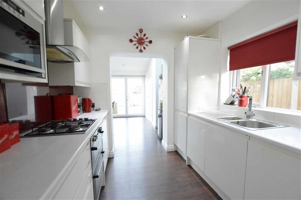 3 Bedrooms Semi Detached House for sale in Mayfield Avenue, Clitheroe, Lancashire, BB7