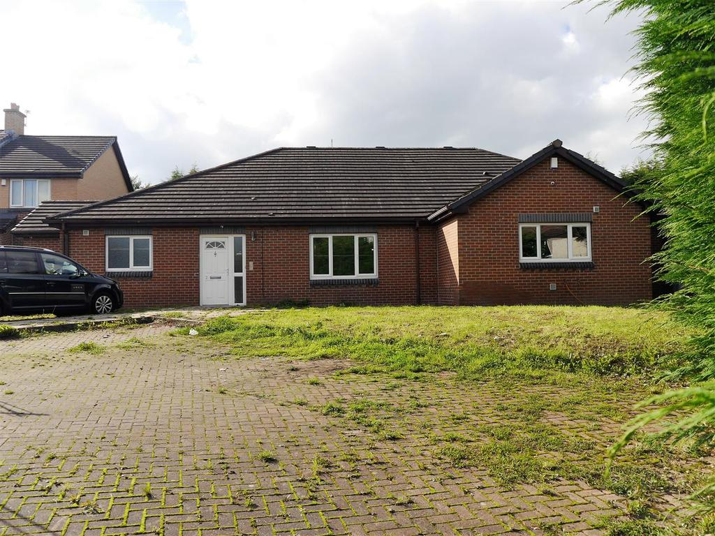 7 Bedrooms Detached Bungalow