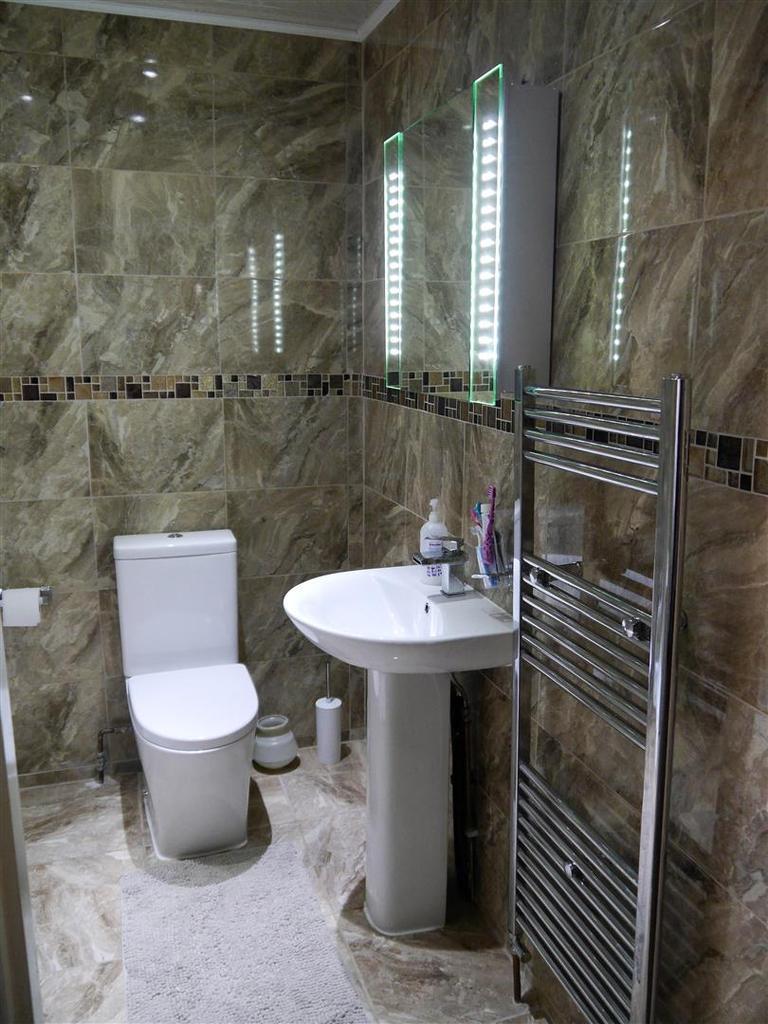 Shower room b.jpg