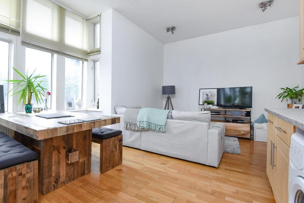 2 Bedrooms Flat for sale in Brixton Road, Oval