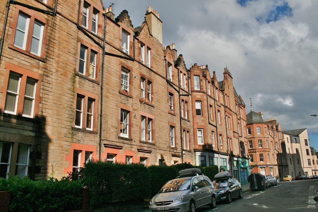 2 Bedrooms Flat for sale in 14/5 Temple Park Crescent, Polwath, Edinburgh EH11 1HT
