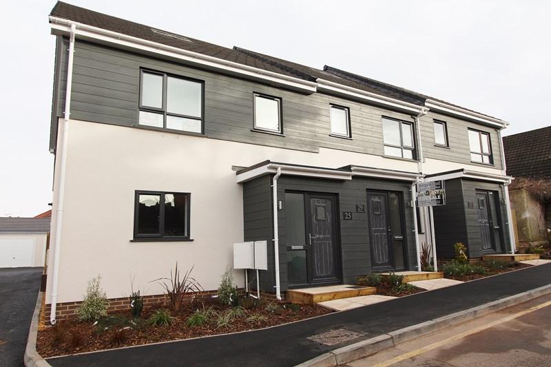 4 Bedrooms Terraced House for sale in Lower Chapel Road, Hanham, Bristol