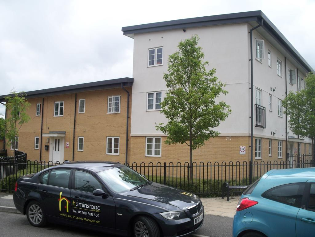 1 Bedroom Flat for sale in wood grove CM8