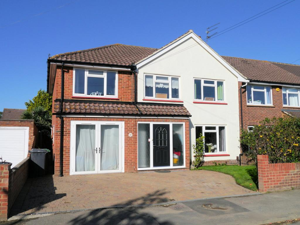 4 Bedrooms Semi Detached House for sale in Jacob Close, Windsor SL4