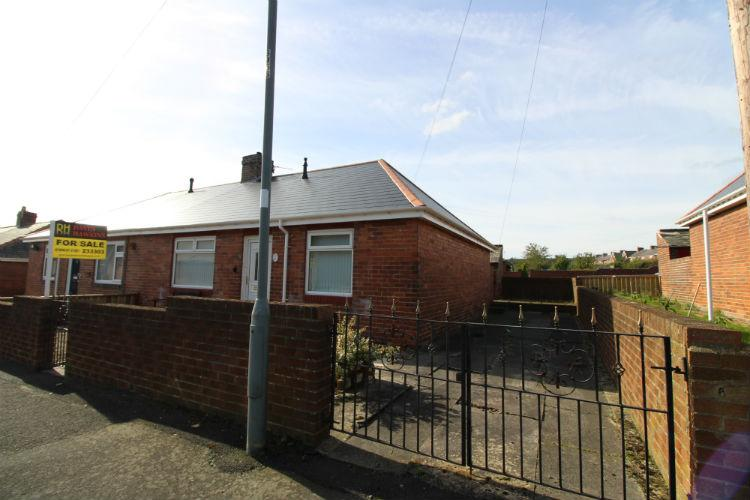 3 Bedrooms Semi Detached Bungalow for sale in South Moor, Stanley DH9