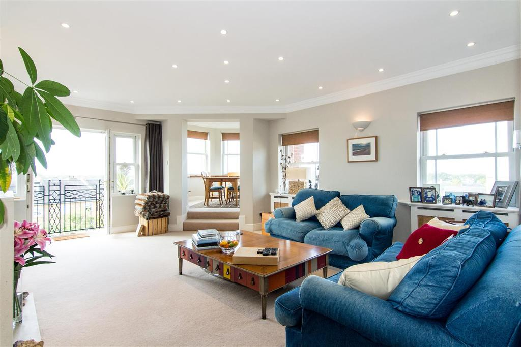 4 Bedrooms Flat for sale in Trinity Church Road, Barnes, SW13
