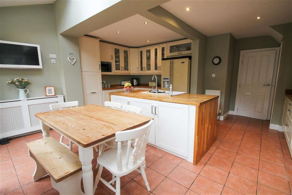 3 Bedrooms Semi Detached House for sale in Grovemount, Davenham