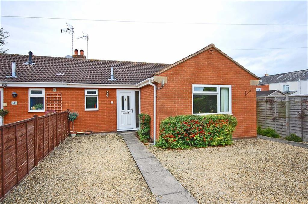 2 Bedrooms Semi Detached Bungalow for sale in Croft Avenue, Charlton Kings, Cheltenham, GL53