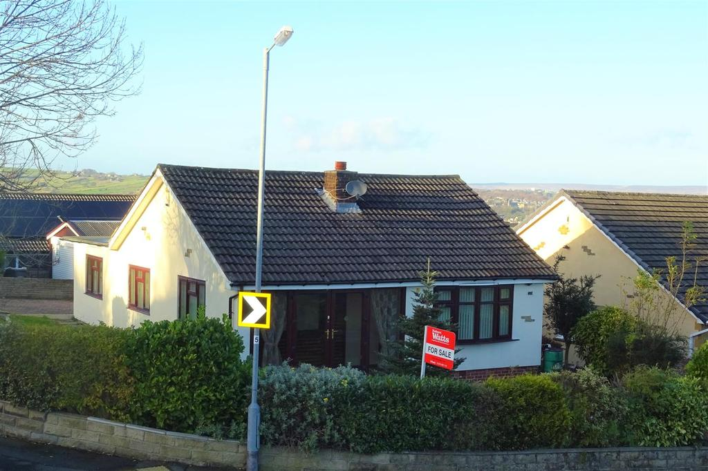 3 Bedrooms Detached Bungalow for sale in Hollingwood Lane, Horton Bank Top, Bradford, BD7 4AY